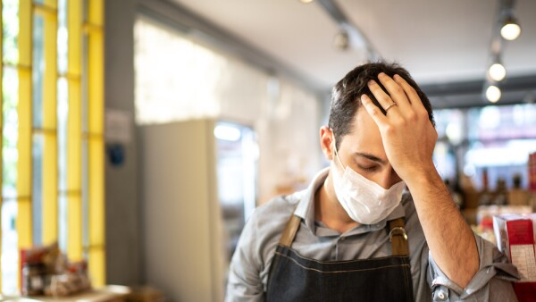 Emprendedor afectado por coronavirus - pandemia - cuarentena -confinamiento - desempleo - crisis empresarial