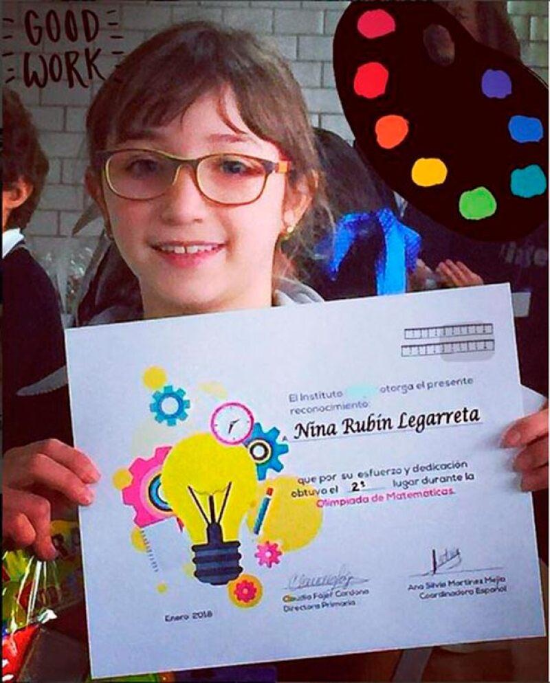 Nina, hija menor de la conductora, no sólo destaca por su talento en la actuación y el canto, también en la escuela, donde obtuvo el segundo lugar en la &#39Olimpiada de Matématicas&#39.