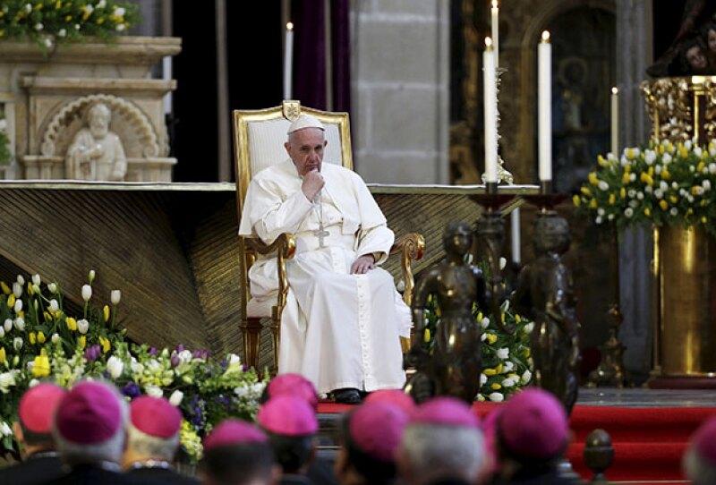 En Catedral, el pontífice se reunió con obispos y arzobispos de la iglesia católica.