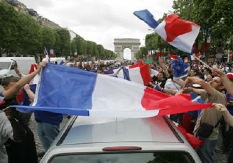 Francia vendió 1,848 millones de euros en papeles a julio del 2013 con un cupón del 4.5%.  (Foto: AP)