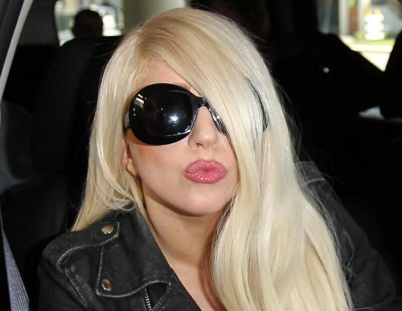 La compañia afirma que la estrella pop se retiró indebidamente de un acuerdo para crear una muñeca hecha a su semejanza que interpretaría partes de sus canciones.