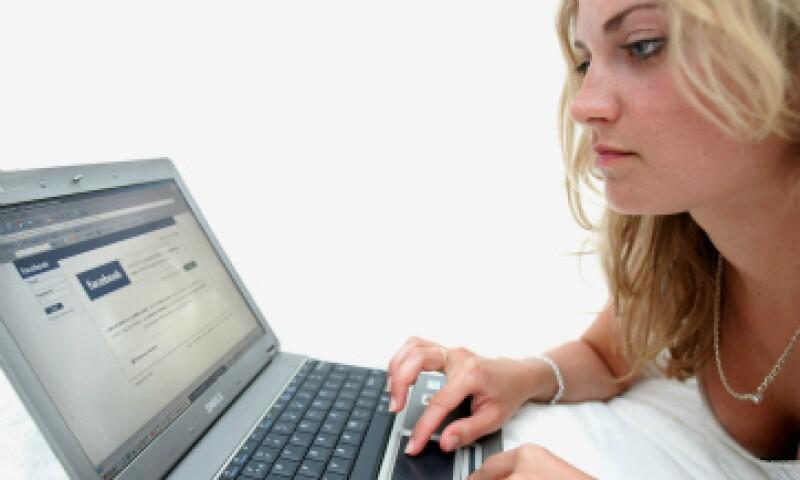 Las personas que se mantuvieron conectadas reportaron menor satisfacción con sus vidas. (Foto: Getty Images)
