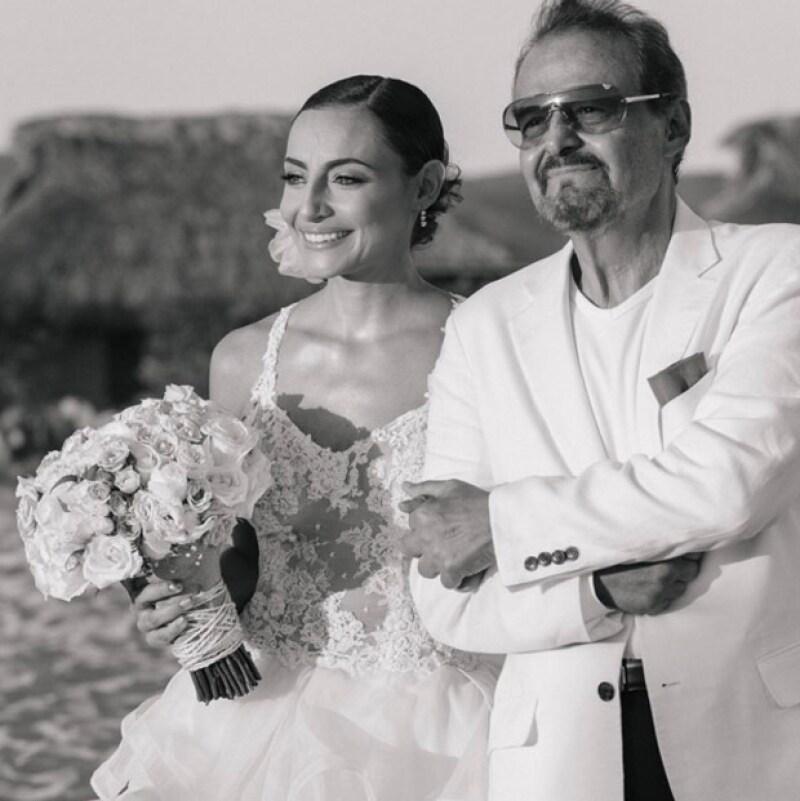 A través de sus redes sociales, las actrices solicitaron ayuda para su papá, Gonzalo Vega que necesita donadores de sangre para continuar con su tratamiento médico.