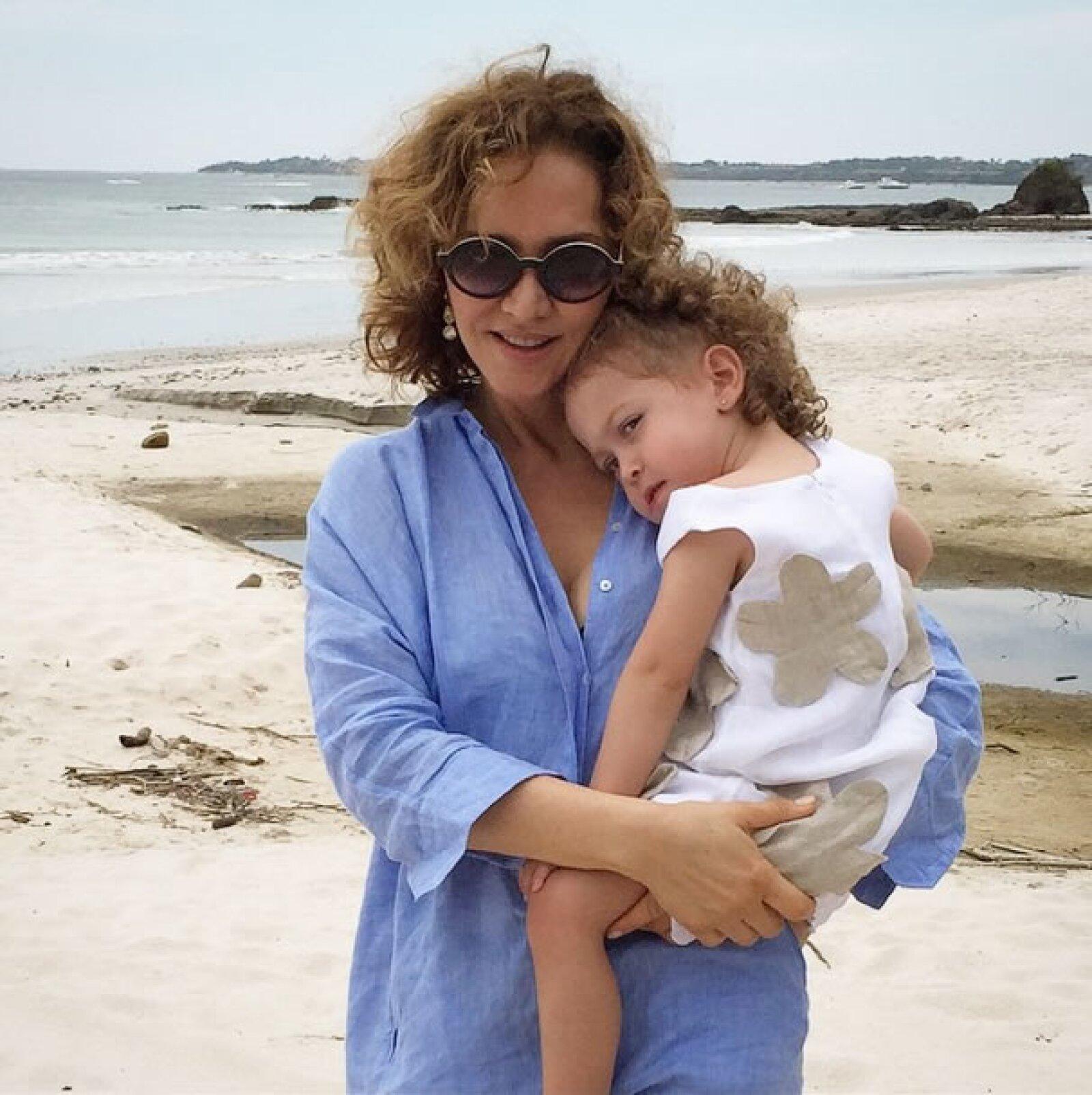 Tras darse a conocer que Jorge Vergara había destituido a su esposa Angélica Fuentes de su cargo como directora de Grupo Omnilife, esta fue una de las primeras imágenes que ella compartió en Instagram, junto a su hija Mariaignacia.