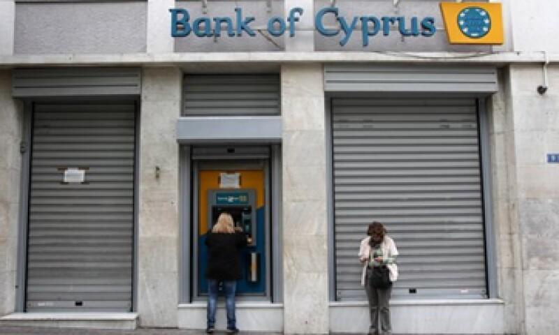 El CEO del Banco de Chipre, Yiannis Kypri podría unirse a otros directivos que podrían salir de esa institución.  (Foto: AP)