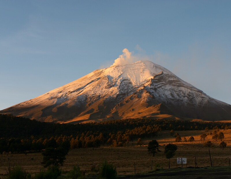 El Comité Científico Asesor del Volcán Popocatépetl determinó elevar a fase 3 el nivel del Semáforo de Alerta Volcánica, ante la tendencia del coloso a incrementar su actividad.