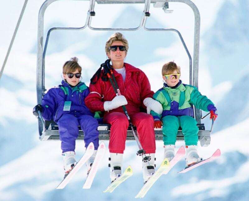 Guillermo, Enrique y Diana esquiando en Lech, Austria.