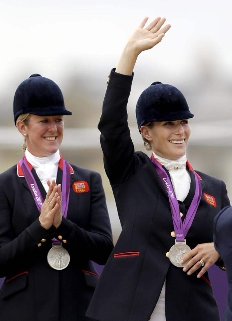 Zara Phillips, hija de la princesa Ana, logró el segundo lugar junto al equipo británico ecuestre.