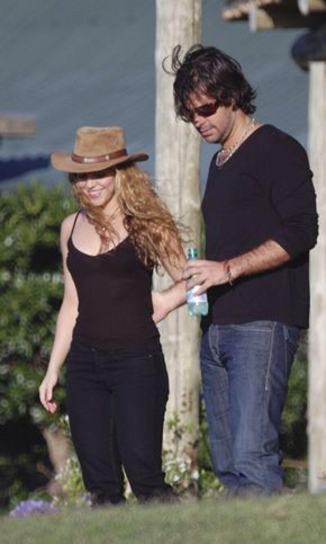 La cantante fue vista pasando un muy buen rato con su novio Antonio de la Rúa en un balneario de Uruguay, en donde se mostraron muy accesibles con la prensa.