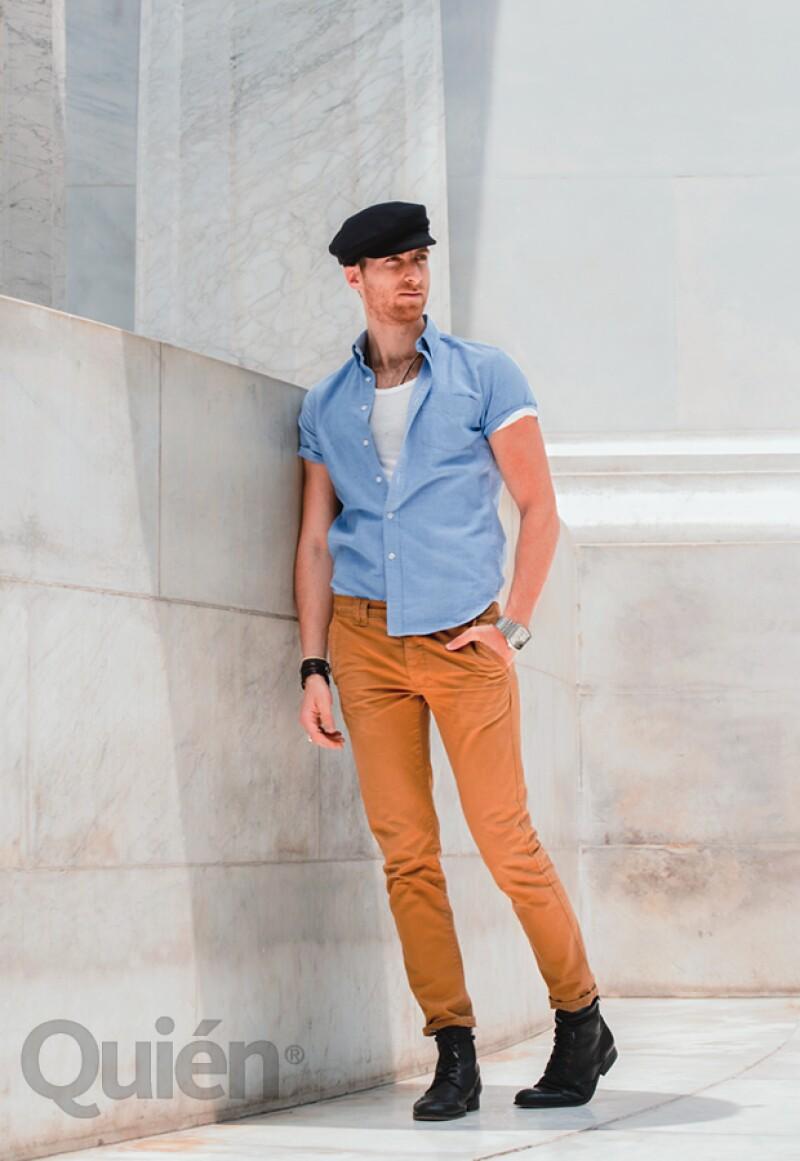 Salomón con camisa J.Crew, t-shirt de Zara, jeans Topman y zapatos H by Hudson. Complementó el look con una boina de Lafayette Collection, accesorios Don Juan y reloj Diesel.