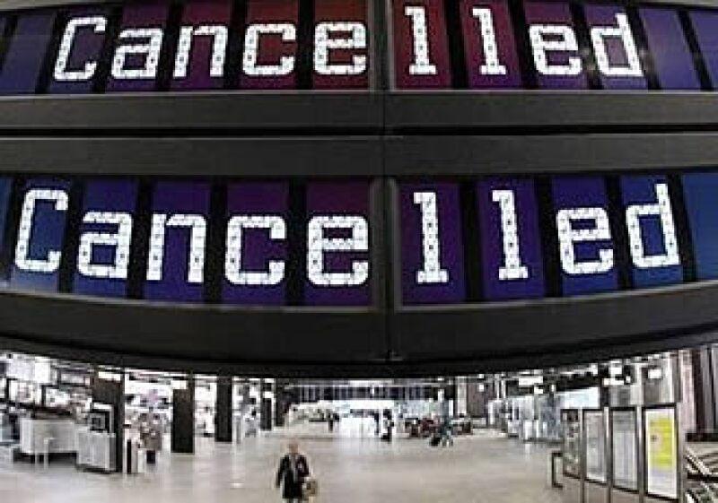 Pasajeros rumbo a Inglaterra, Holanda, Bélgica y Francia son los más afectados por las cancelaciones. (Foto: Reuters)