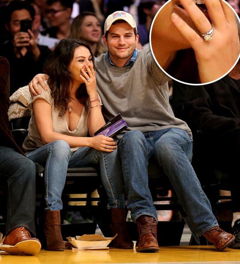En su salida post-baby Mila presumió un anillo que deja ver su compromiso con Ashton.
