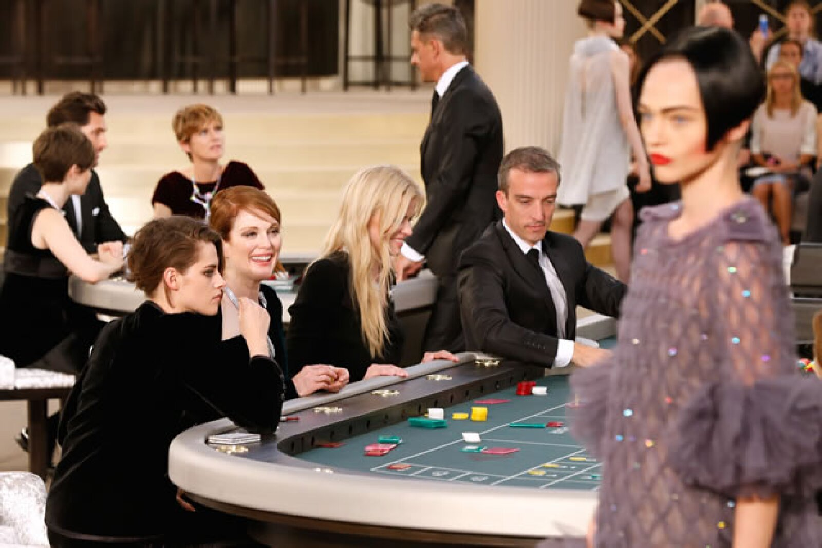 Kristen Stewart, Julianne Moore y Alice Dellal `apuestan´ en el casino Chanel.