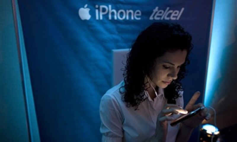 La telefónica cobrará 0.001 pesos por KB extra consumido cuando los usuarios lleguen al límite de su plan de datos. (Foto: AP)