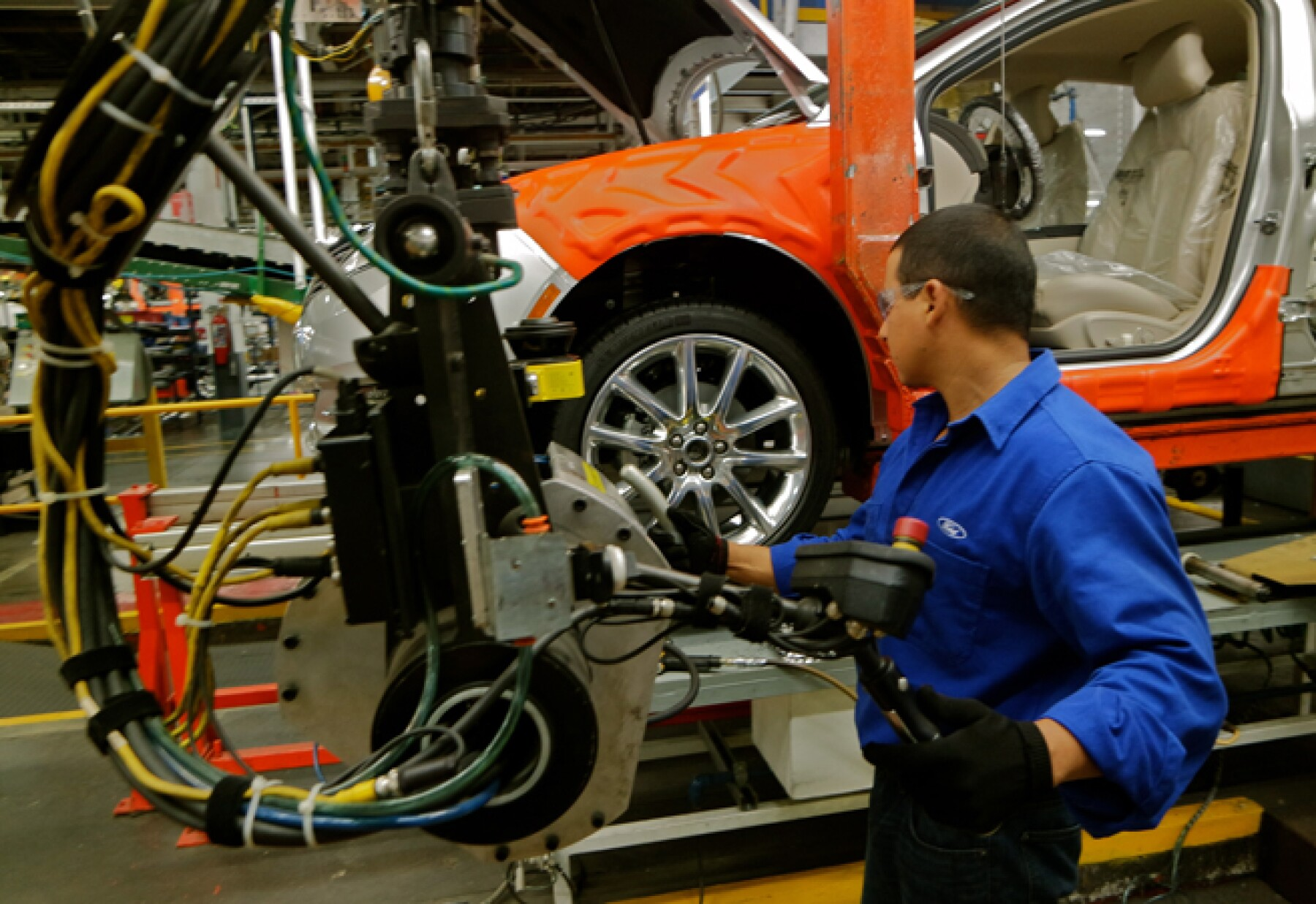 El sector del automóvil enfrenta una grave crisis por la suspensión de los descuentos fiscales que el Estado le concedía (Foto: Ivet Rodríguez )