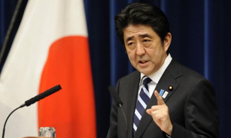 Shinzo Abe, el primer ministro japonés, ha impulsado a la economía con su agresiva política económica. (Foto: Getty Images)