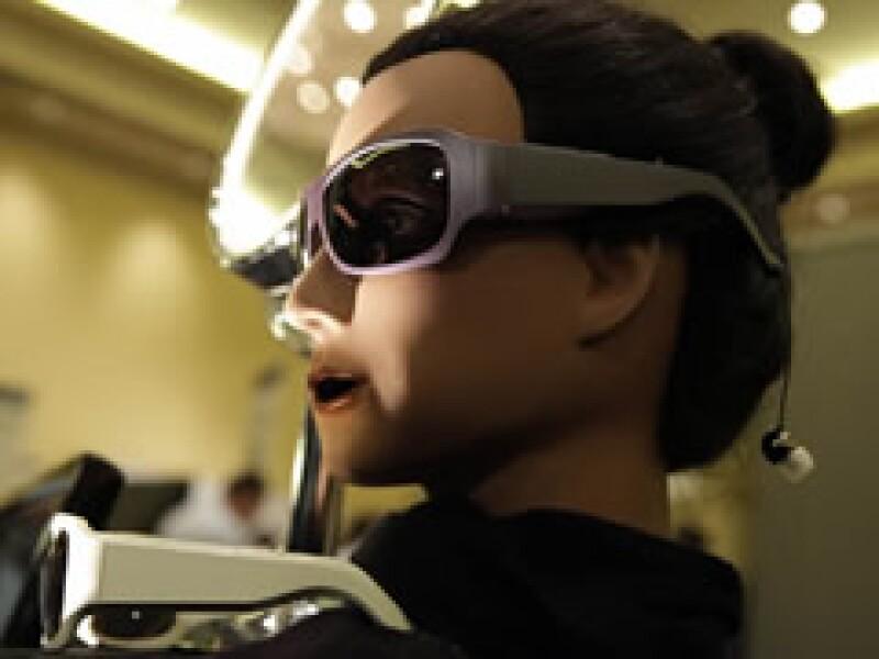 Estos lentes tienen audífonos inalámbricos. (Foto: AP)
