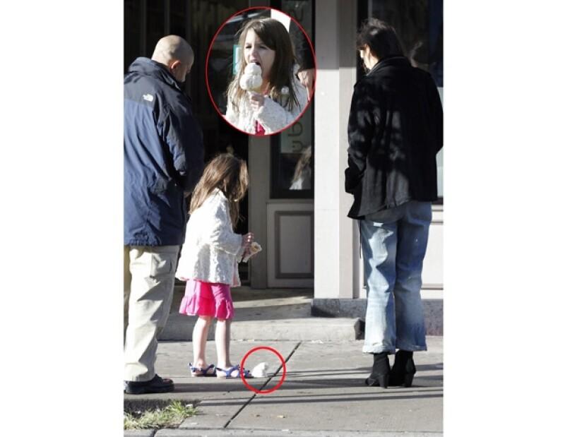 La pequeña hija de Tom Cruise y Katie Holmes lloró inconsolablemente por su helado.