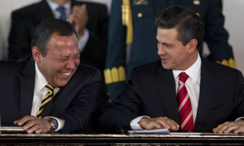Zambrano (izq) confió en que el Tribunal Electoral determine que existieron violaciones al reglamento de fiscalización en el caso Monex. (Foto: AP)