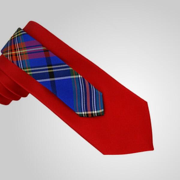 El diseñador estadounidense Tommy Hilfiger presentó su nueva colección de accesorios para el invierno 2011.