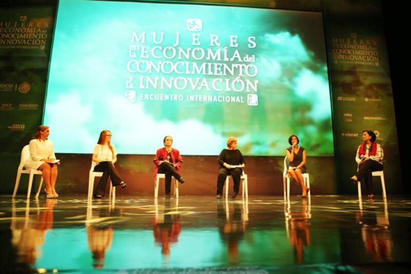 Claudia Ruiz Massieu. Gabriela Cuevas, María Angélica Luna, Rossana Fuentes Berain, Lorena Cruz, Amalia García.
