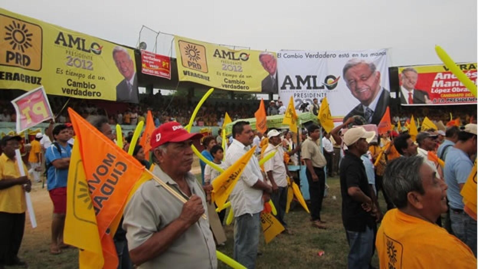 Su mitin en el sur de Veracruz se llevó a cabo en el campo de beisbol del deportivo Hernández Ochoa.