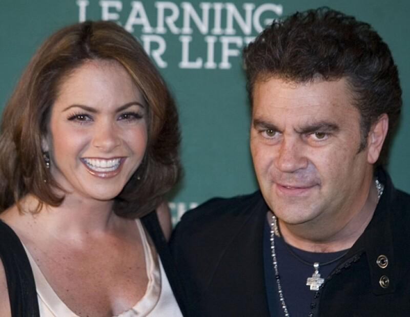 La boda de Lucero y Mijares se transmitió por televisión.