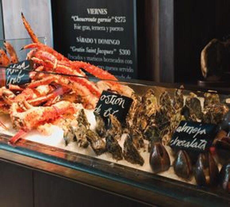 Central Brasserie cuenta con una vitrina de frutos del mar.