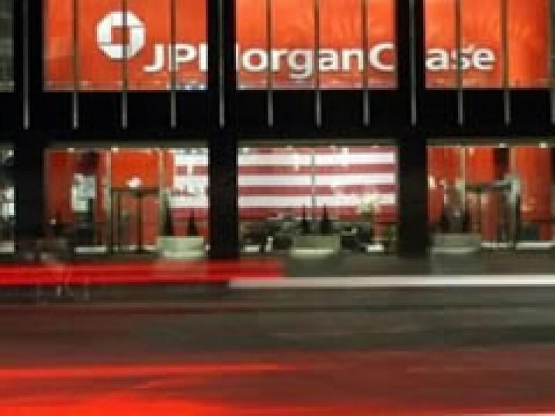 JPMorgan previó pérdidas por entre 1,000 y 1,400 mdd en cada trimestre de 2009. (Foto: Archivo)