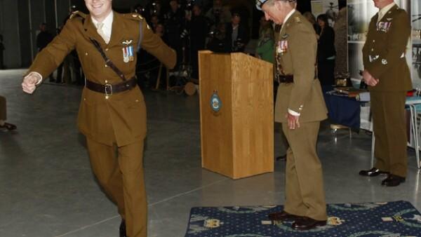 El príncipe de Gran Bretaña, quien es teniente en el ejército británico, se encuentra en Nueva York, hasta donde llegó vestido con ropa camuflaje para participar en ejercicios militares.