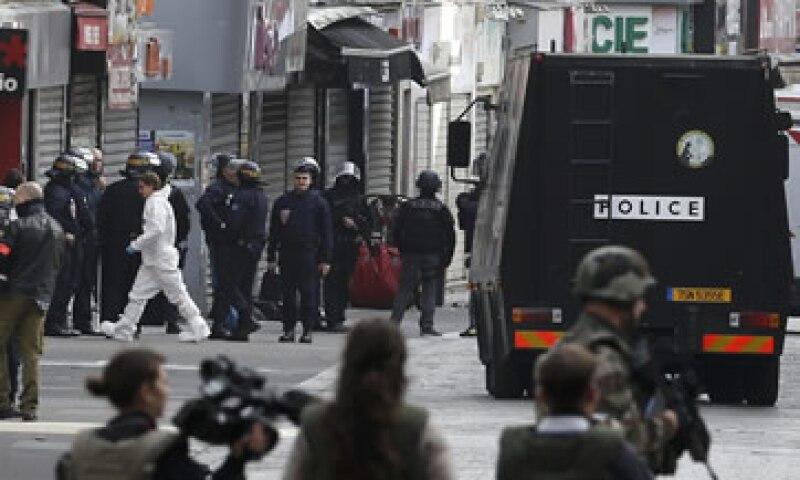 La operación en las calles de Saint Denis derivó en dos presuntos terroristas muertos y siete detenidos.  (Foto: Reuters)