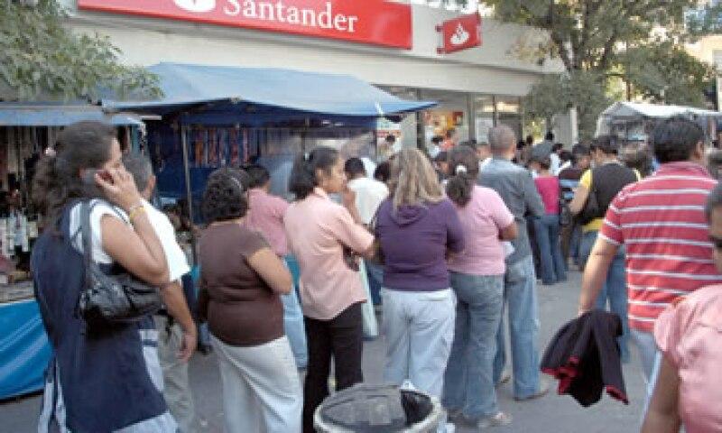 El 63.9% de reclamos hechos a la banca en 2012 correspondió a tarjetas de crédito. (Foto: Notimex)