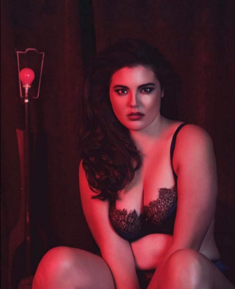 Alessandra García- Lorido, hija del famoso actor, causó sensación al publicar provocativas fotos en su perfil de Instagram posando para una revista especializada en tallas grandes.