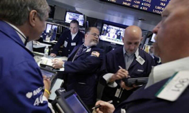 Los precios del petróleo Brent y estadounidense escalaban más de 4.5% en la sesión. (Foto: AP)