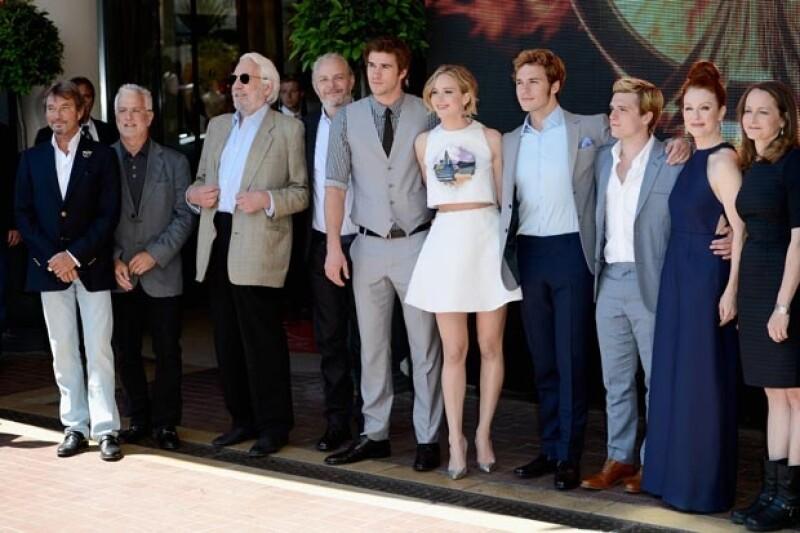Únicas mujeres en el elenco la saga, viajaron al festival de cine para presentar la tercera parte de la historia. Lawrence resaltó por su europeo y fresco atuendo y Moore por su elegante estilo.