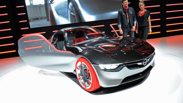 8. Opel GT. Este concept es uno de los autos más espectaculares y con mayores innovaciones tecnológicas.