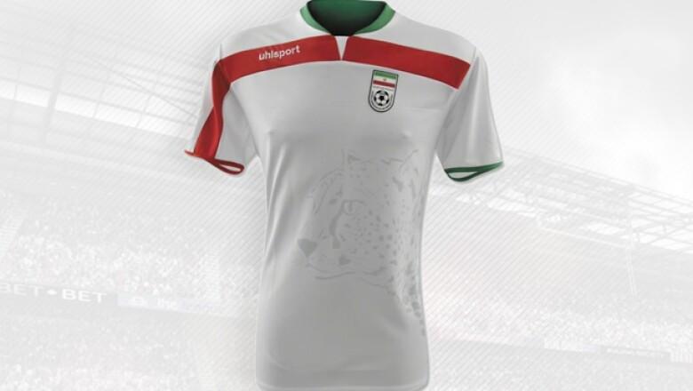 La alemana Uhlsport se hará presente en Brasil con esta equipación del país asiático.
