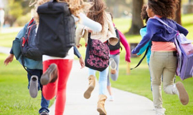 Una hora de actividad física podría ayudar a tus hijos con la tarea. (Foto: iStock by Getty Images)