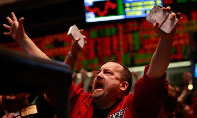 Las tasas de interés están a mínimos históricos, lo que provoca que los inversores tengan menor gusto en el mercado de bonos. (Foto: Getty Images)