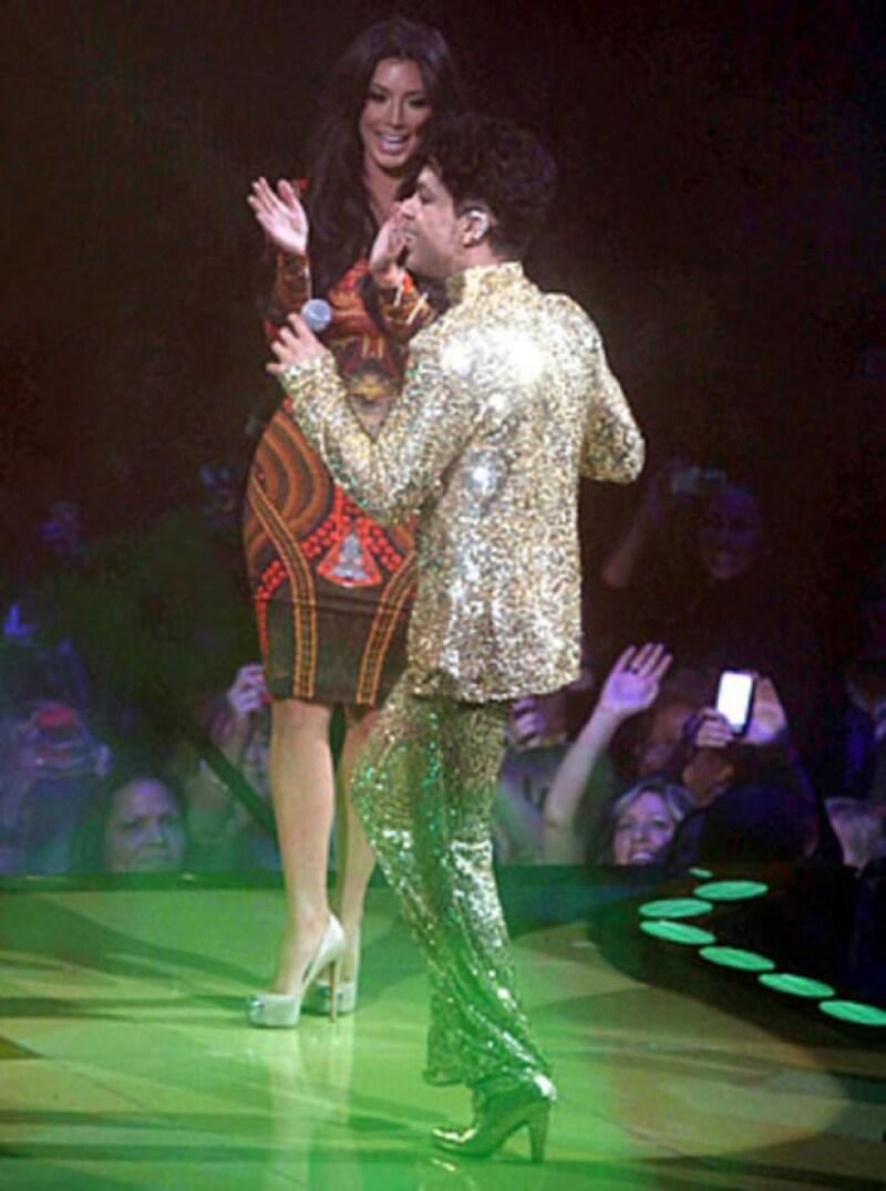 Al parecer, a Prince no le agradó tener a Kim Kardashian sobre el escenario.