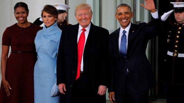 Los Obama reciben a los Trump