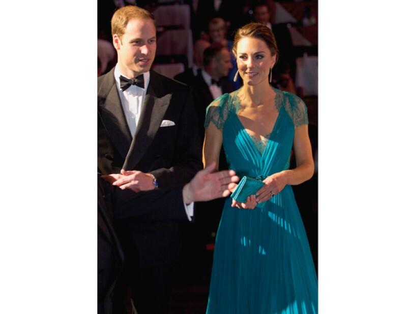 """El hijo mayor del príncipe Carlos, admite que la ausencia de su madre en su boda le resultó """"muy difícil"""" y cree que ella se hubiese sentido """"muy orgullosa"""" de la pareja en su gran día."""