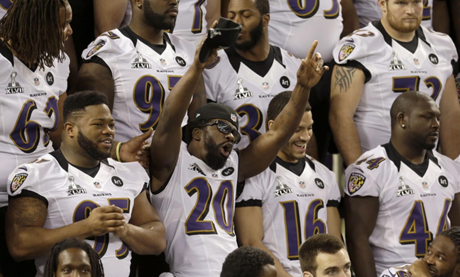 El veterano safety de los Cuervos, Ed Reed, contagia con su humor a todo el equipo durante la foto oficial.