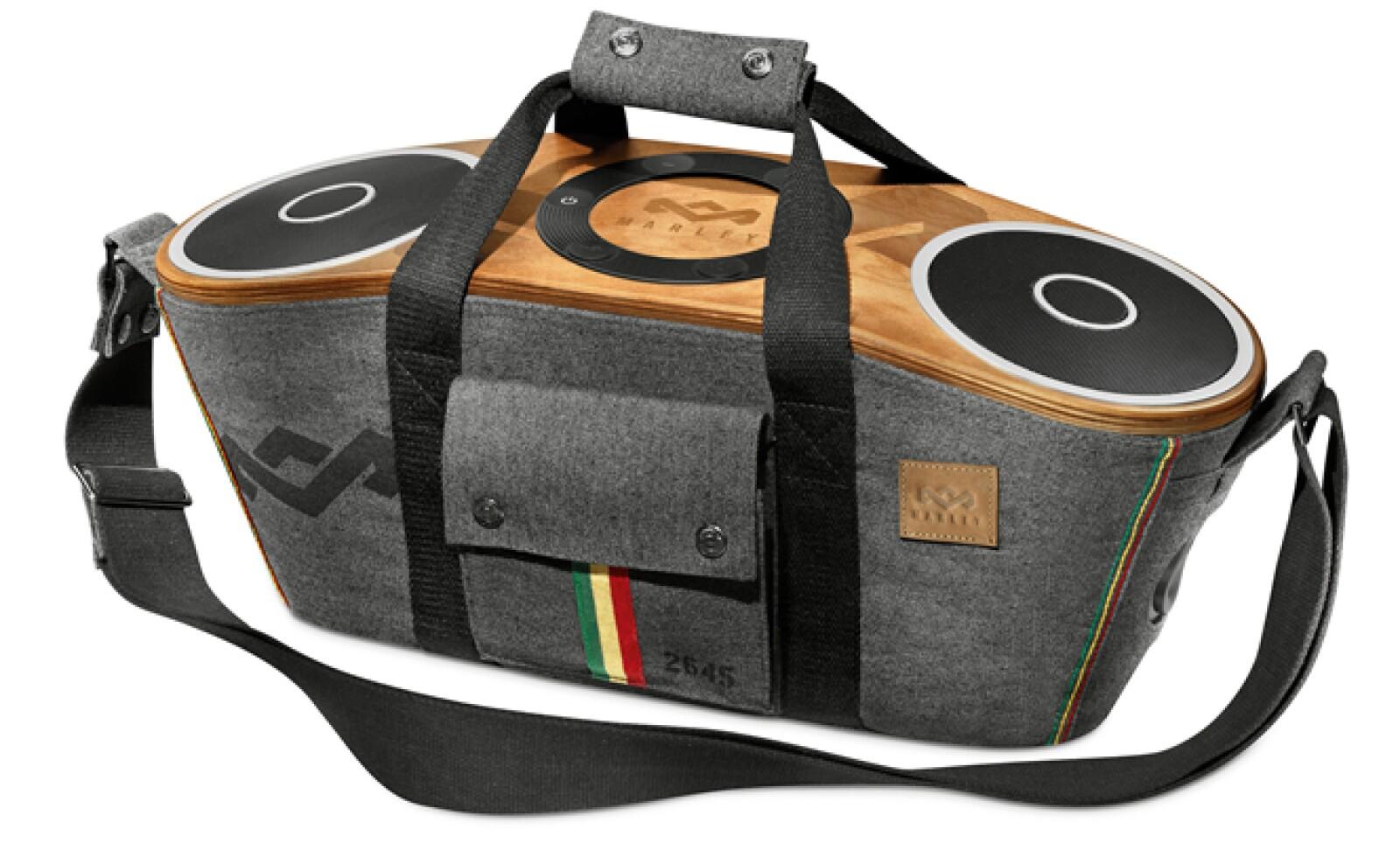 Bag of Riddim Bluetooth son unas bocinas que ofrecen potencia y calidad de sonido. Vienen en una mochila que incluye una bolsa para guardar tus dispositivos que se reproducen vía Bluetooth. Precio: 400 dólares.