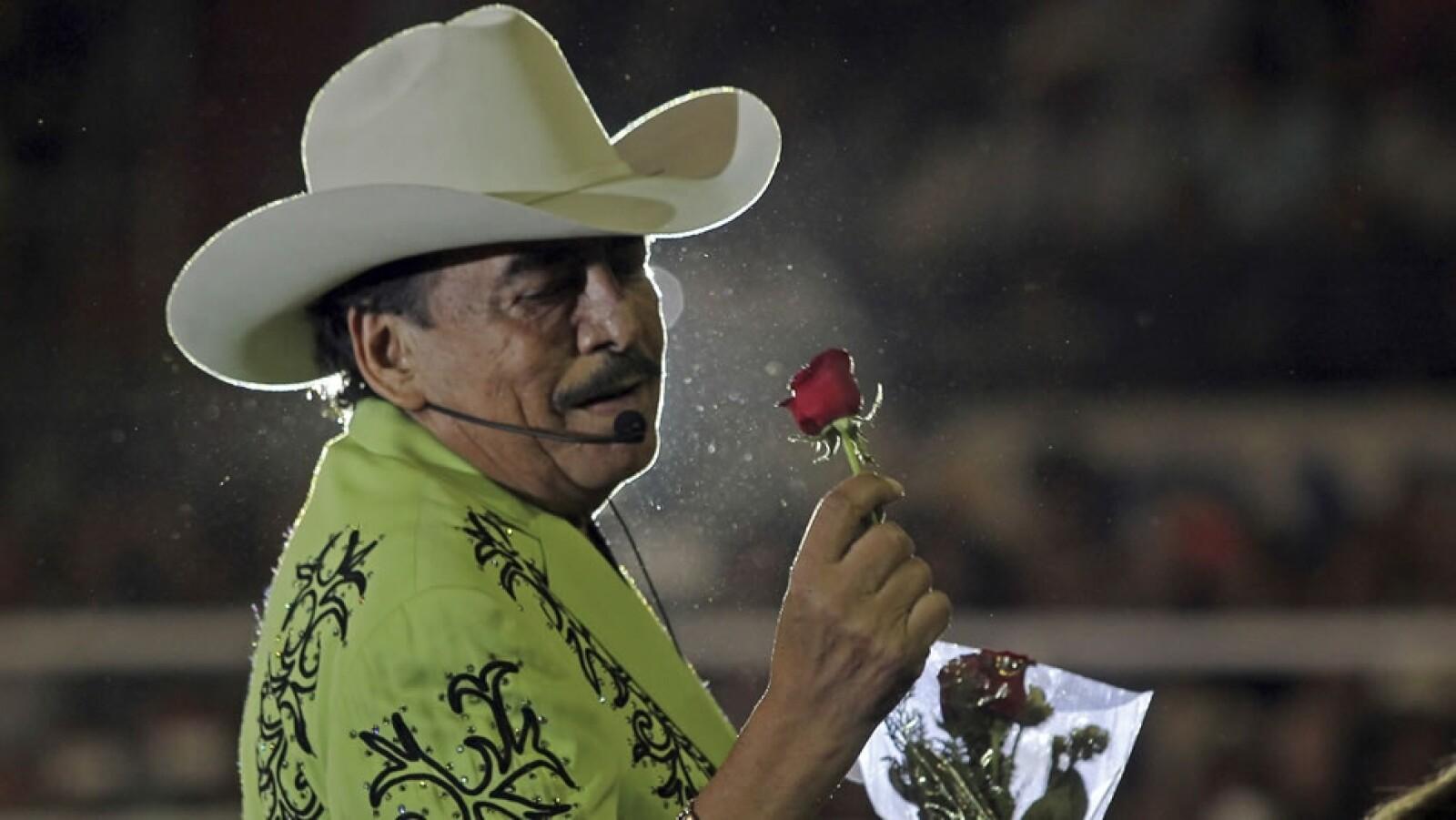 El cantante Joan Sebastian falleció este lunes tras una larga lucha contra el cáncer; en la imagen, durante una presentación durante su gira de despedida en Guadalajara
