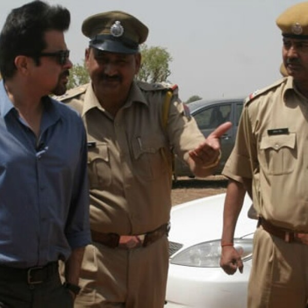 Anil Kapoor trata de personas India 02