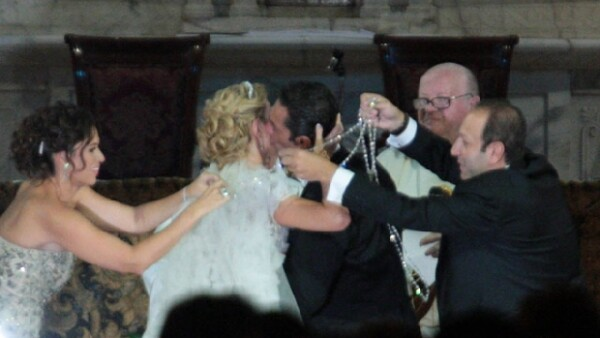 El hijo del hombre más rico del mundo y su ahora esposa se dieron el `sí acepto´ esta noche en la parroquia de San Agustín. Aquí los detalles del enlace.