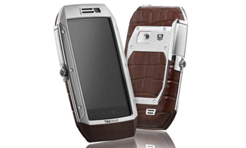 LINK es el móvil de lujo diseñado por la firma suiza de relojería TAG Heuer. Su precio está por encima de los 6,000 dólares. (Foto: Cortesía de la marca)