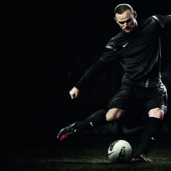 En la cancha con Wayne Rooney (Manchester United), Gonzalo Higuain (Real Madrid) y Alexandre Pato (Milan AC).