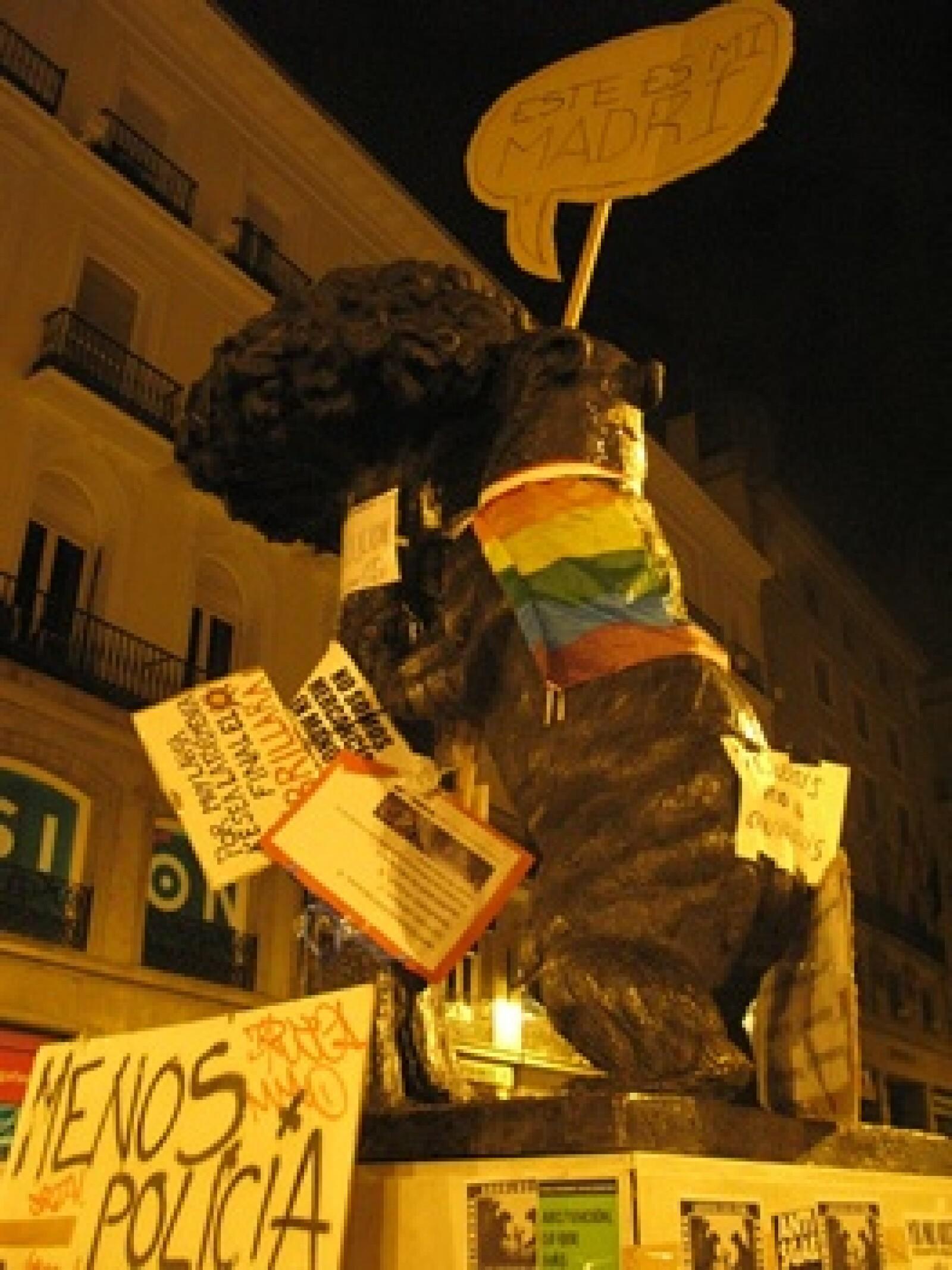 España - indignados - escudo
